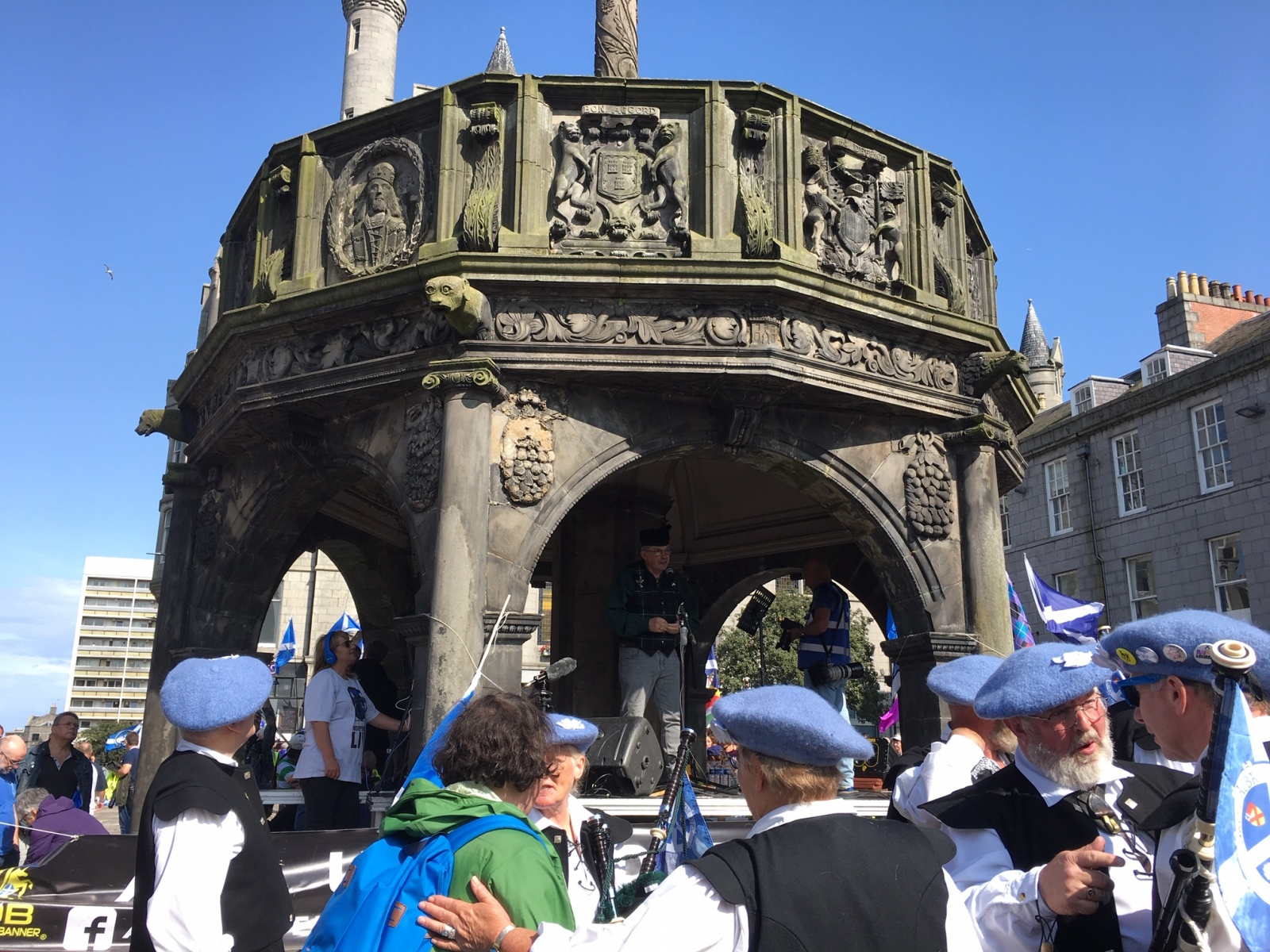 Aberdeen-AUOB-rally-Speakers-and-musicians-under-the-mercat-cross-in-the-Castlegate