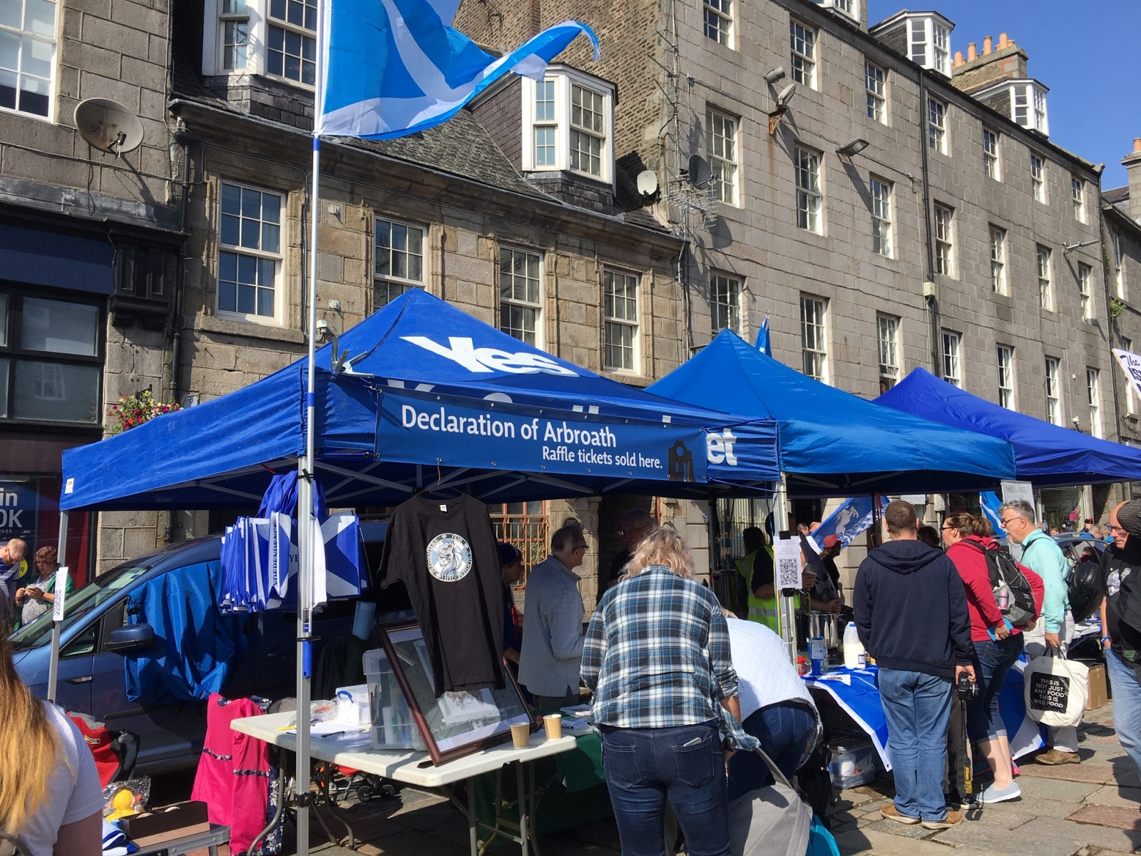 Aberdeen-AUOB-rally-selling-PfIndyT-shirts-at-Gordon-Smiths-stall